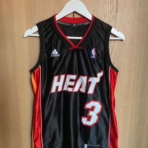 NBA baskettrøje med Miami Heats 'Wade' på ryggen