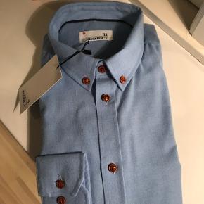 Project skjorte. Str L. Ikke brugt.