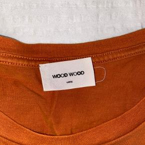 Vintage Wood Wood mondano tee  Den ene side af mærket i nakken er røget af  Halsen er udvidet en smule men ellers er den fin