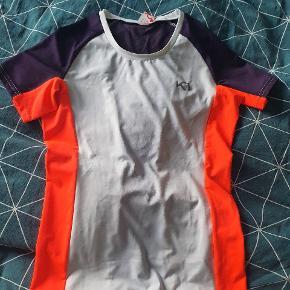 Fin t-shirt fra Kari Traa. Brugt et par gange og er som ny.  #secondchancesummer