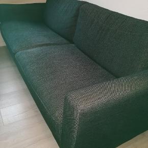 Flot sofa til 3-4 personer sælges. Den er brugt men bestemt stadig i pæn stand. Mål 210*90 cm, og siddehøjde er 40 cm  600 kr / afhentning i Låsby