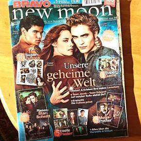 Twilight blad, står på tysk m. Tattoos og plakater, mangler kun lige 2-4 plakater ellers er det som nyt