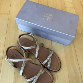 Billi Bi sandaler - gold glitter  Aldrig brugt - kun prøvet indendørs