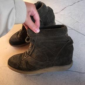 Isabell marant lignende sko som giver lidt højde🤍 brugt, men alt fungerer stadig som det skal