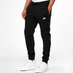 Nike fleece club jogging bukser  -Ny pris var 400 kr   -Skriv privat for flere billeder