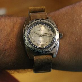 Vintage Continental Tecnic-Line herreur.   Super fedt vintage ur fra Continental. Det har en flot patina og kommer med en kraftig NATO læderrem.  Uret har et mekanisk urværk med manuelt optræk.  Unikt vintage ur som holder tiden og har et råt udtryk.  Uret har forskellige tidszoner så du kan holde styr på tiden når du rejser.