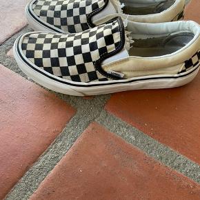Skoene er i fin stand. De fitter også en str. 39.