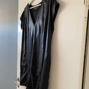 Flot kjole med skinnende look