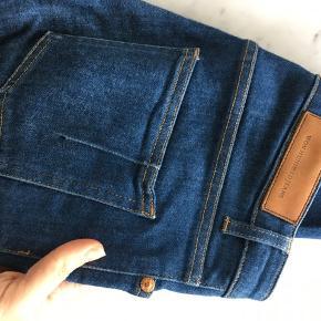 Skinny jeans. Str. 25/32. Passer str. 34-36. Mid waist.