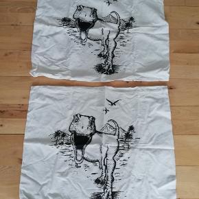 To styks hvide pudebetræk med dinosaurer ingen pletter