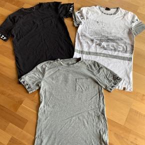 Meget lidt brugte t-shirts i LMTD. Fejler ingenting. Prisen er samlet for alle 3.