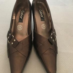 Et sæt flotte sko fra Gabor, aldrig brugt - nypris 800kr. Str 37,5.  Kom med et bud, kan hentes i Lyngby eller sendes på købers regning 🌸