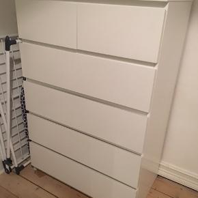 MALM kommode fra IKEA med 6 skuffer.  God stand. Afhentes så hurtigt som muligt.