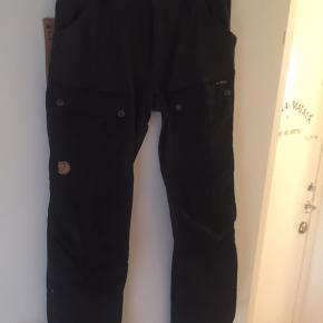 Nye fjældræven bukser model keb regular 900kr pr par og et par shorts model abisko str 46 eller EU str (30-31)