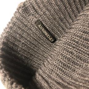 Goggle hue fra C.P Company i 100% uld. Står som ny, brugt 4-5 gange.
