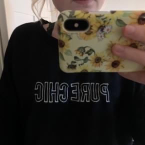 Dejlig oversized sweatshirt. Den er lidt krøllet, så trænger nok lige til at blive strøget:)