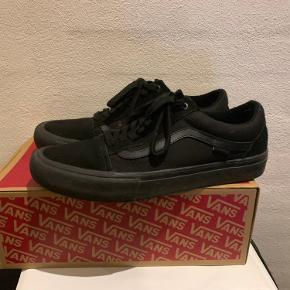 Vans blackout  Str 44,5 Har kasse