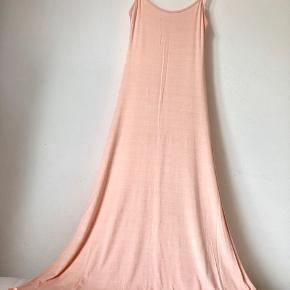 Super blød modal maxi dress fra Zimmerli of Switzerland. Stoffet er elastisk.