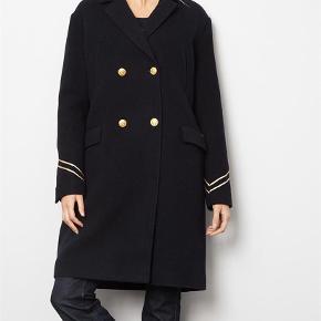 """Uldfrakke fra Les Coyotes de Paris Farve: Navy Oprindelig købspris: 2700 kr. Brugt 1 vinter derfor er standen sat til """"god men brugt - fejler intet"""