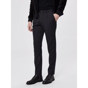 ▪️Selected Homme slim fit bukser ▪️Str 31/32 ▪️Ny pris 599 ▪️Aldrig brugt📦