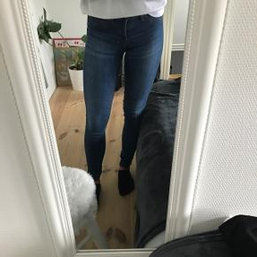 2 par bukser, 150kr eksl.