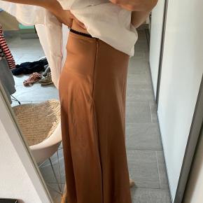 Nederdel fra Zara. Bærer ingen tegn på slid.🌛