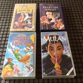 4 stk. Walt Disney klassikere på VHS  Aristocats Snehvide og de syv små dværge Robin Hood Mulan