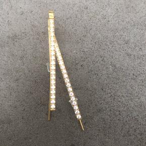 Guldfarvede øreringe med similisten 4,5 cm lange