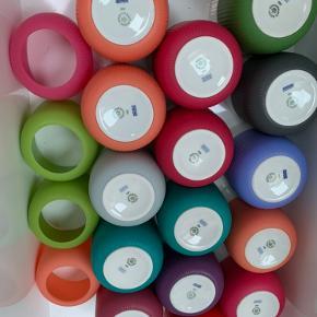 Royal copenhagen Contrast krus 15 stk i alt - Et af dem er 2. sortering - der følger 4 silicone med  1200kr samlet eller 100kr pr stk (prisen er fast)  Sender gerne på købers regning