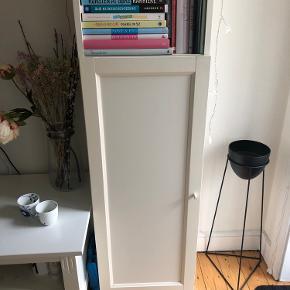 Rigtig fin Billy reol fra Ikea  Fin stand   Måler:  Højde: 205 cm  Bredde 40,5 cm  Dybde: 30,5 cm