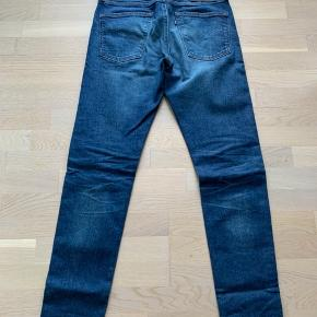 """Levis 512 slim tapered jeans fra deres eksklusive blå linje """"made and crafted"""". Vasken hedder Ragukaku og er håndlavet i Japan. Fejler intet. Str 30/32 Sælges da de er for bredde i lårene til mine tændstikker :)"""