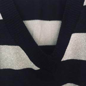 Strikbluse i sort og sølv Str L Fra H&M Brugt få gange