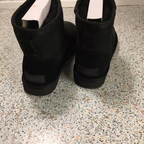 Støvler, Ny, med prismærke. Odense - Støvler, Odense. Ny, med prismærke, Aldrig brugt og stadig med prismærke. Har ingen skader eller tegn på brug