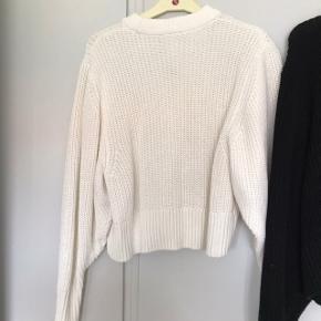Sælger disse to trøjer fra monki, man kan købe begge to eller enkel.  Str xs  Min pris 200 hver  BYD gerne  Skrive endelig for flere billeder:)