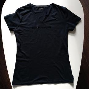 GRATIS DAO 11/3 Varetype: Bluse Farve: Sort Oprindelig købspris: 500 kr. Kvaliteten er modal. Brystmål 46 cm. Længde 62 cm. Hurtig handel via MobilePay 120 kr incl DAO GRATIS FRAGT VIA TS 11-12 DEC