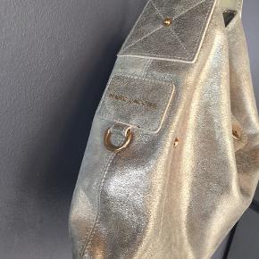 Taske købt her på Ts af fashionista Næsten som ny