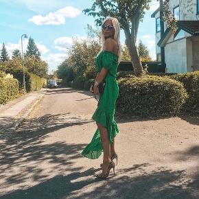 Smukkeste kjole. Materiale: silke/hør. Brugt få gange. Fin stand.