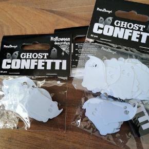 Bordpyndt konfetti, halloween ghost, 20 stk i hver pose, 5 kr pr pose. Har 6 ialt. Sender plus porto