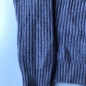 Klassisk sweater fra Day Birger 55%uld og 45% bomuld Bryst: 92 cm Længde:57 cm Nypris 1500!