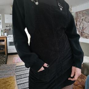 Fede vintage retro smækbukser i sort fløjl og kort nederdel. Super fede