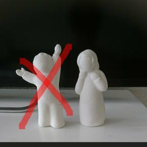 DRENGEN ER SOLGT 2 hvide ru figurer af en dreng og pige 11 cm høj. 25 kr pr stk