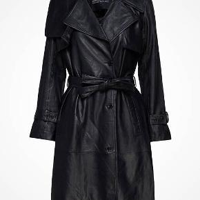Helt ny og aldrig brugt. Damian frakke fra designers remix i det blødeste skind. Nypris 5500kr. Kvittering fra Boozt