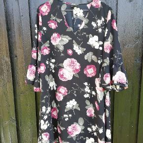 Fin kjole /tunika i krølfrit viskose