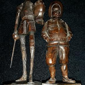 To håndskåret træfigurer af Don Quixote (19 cm) og Sancho Panza (15 cm) fra Ouro Artesania Spain.  Porto 37 kr