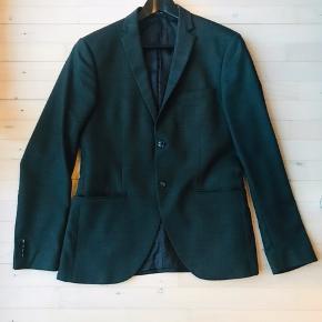 Slimfit blazer jakke fra Tiger of Sweden. Model Jil. Str 48. Farve flaskegrøn. Kun brugt få gange.