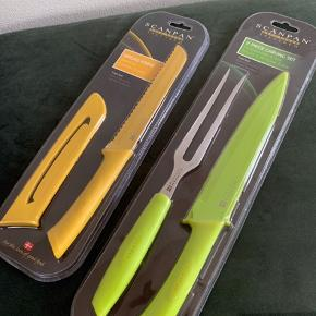 Scanpan Spectrum Brødkniv og Forskæresæt i gul og grøn. Sælges samlet eller seperat. Prisen er for samlet. Aldrig brugt.  Sender ikke: Kan afhentes på Frederiksberg eller i Greve.