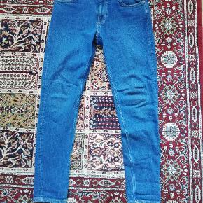 Jeans fra weekday, str. 30/30. Brugt 2-3 gange, så som nye.