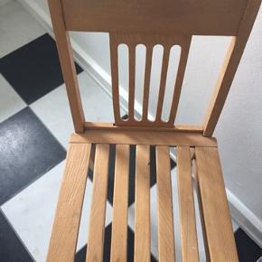 Fin stol i lyd træ