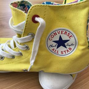 Flotte Converse basket sko. Gul lærred, Str 38  Skoene har ikke været brugt.  Kom med et bud!