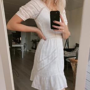 H&M white mini dress in size 34. Worn twice, in great condition. Outer shell 100% cotton, lining 100% viscose.